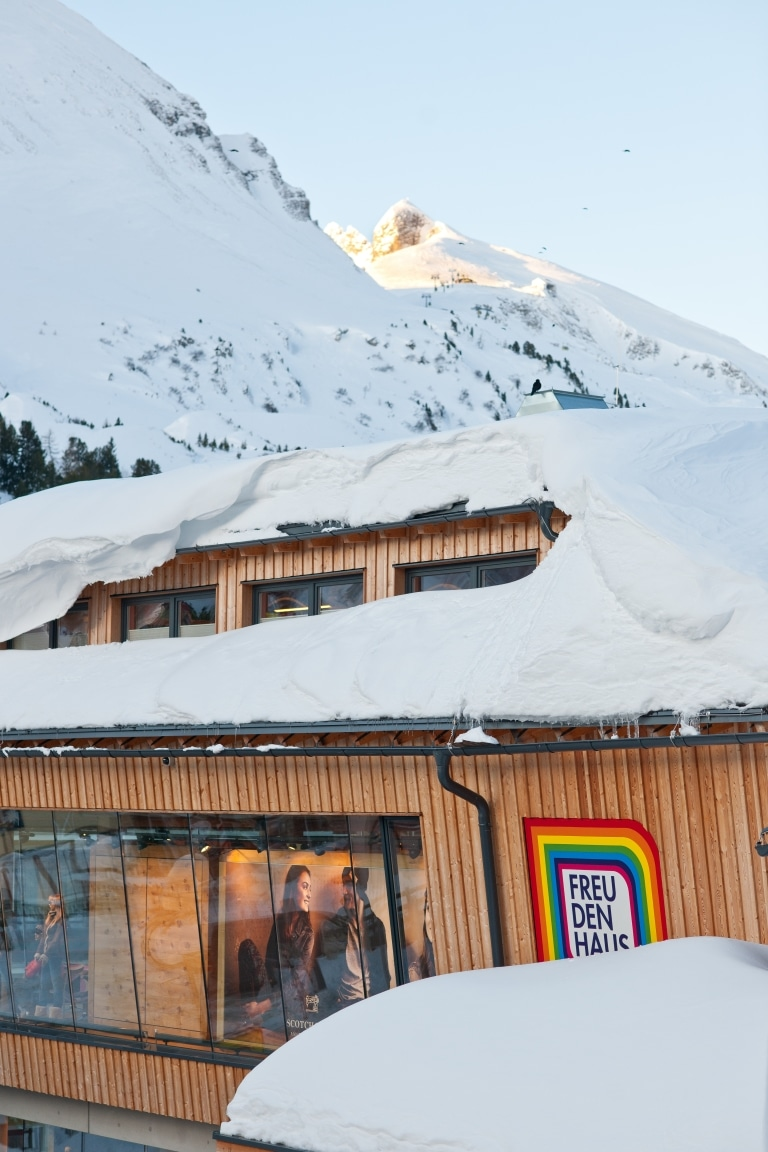 Freudenhaus Außenansicht Winter